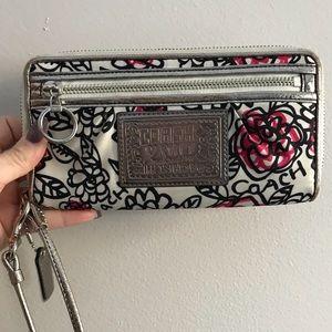 Coach • Poppy • Wristlet Wallet